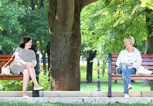 women conversation-1586480_640
